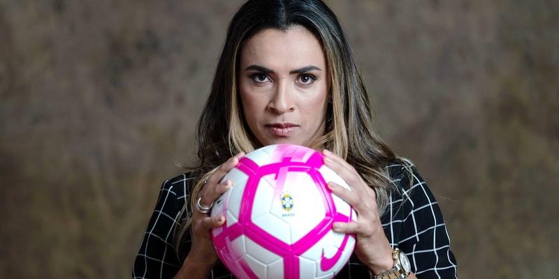 Marta jogando pelo Corinthians?